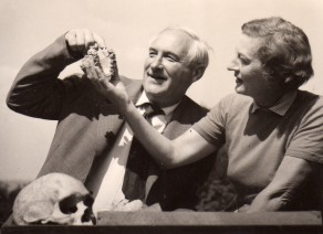 Louis and Mary Leakey examine the palate of Zinjanthropus.